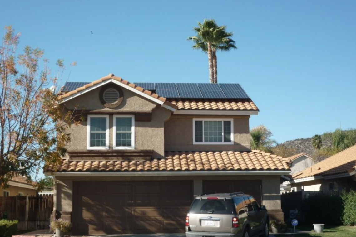 Solar panels install Glandale